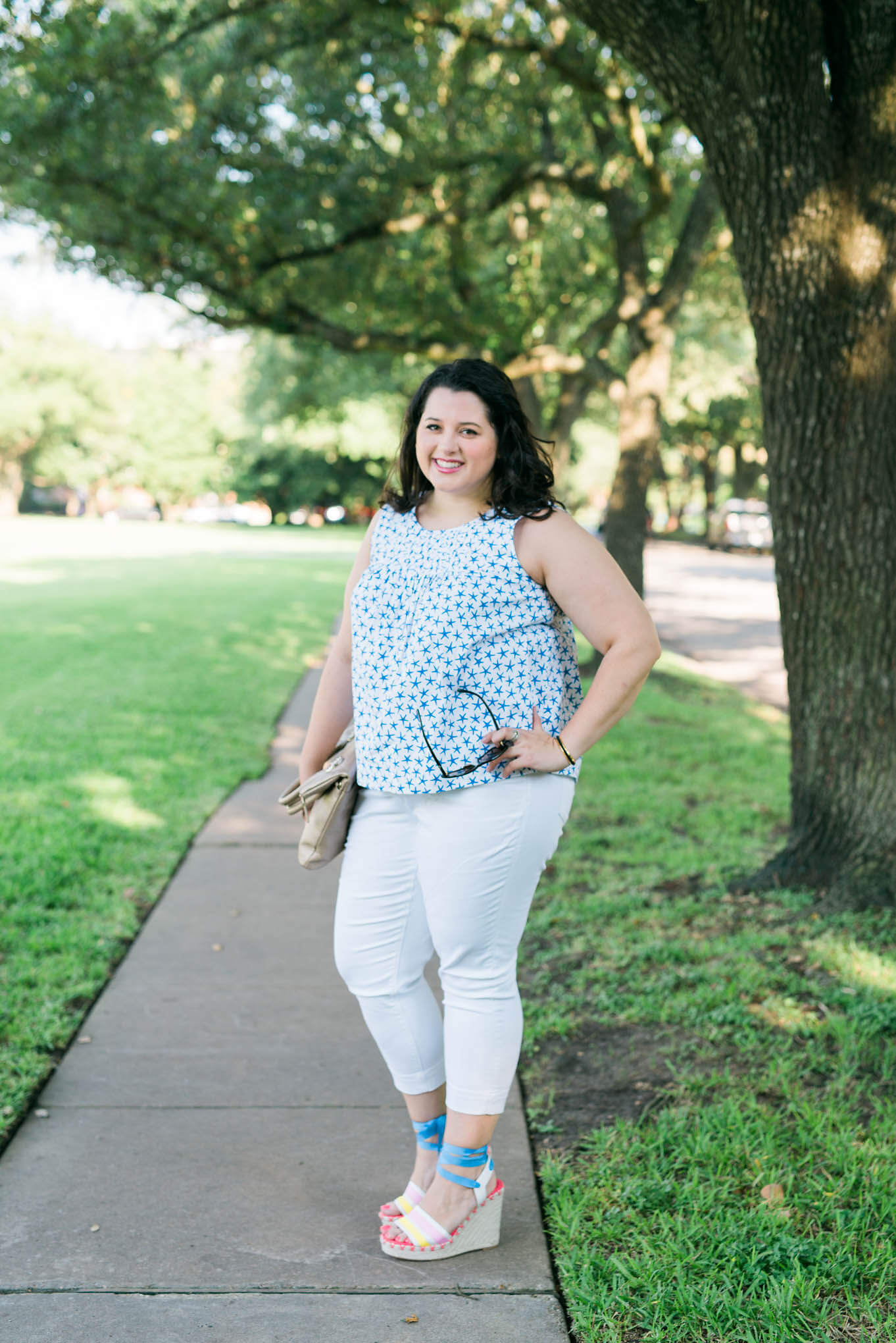 Kate Spade Summer Fun | Something Gold, Something Blue curvy style blog by Emily Bastedo | Plus Size Fashion, Summer fashion, What to wear in the summer, Kate Spade wedges, Melissa McCarthy Seven white capris, Elaine Turner purse, Chanel sunglasses