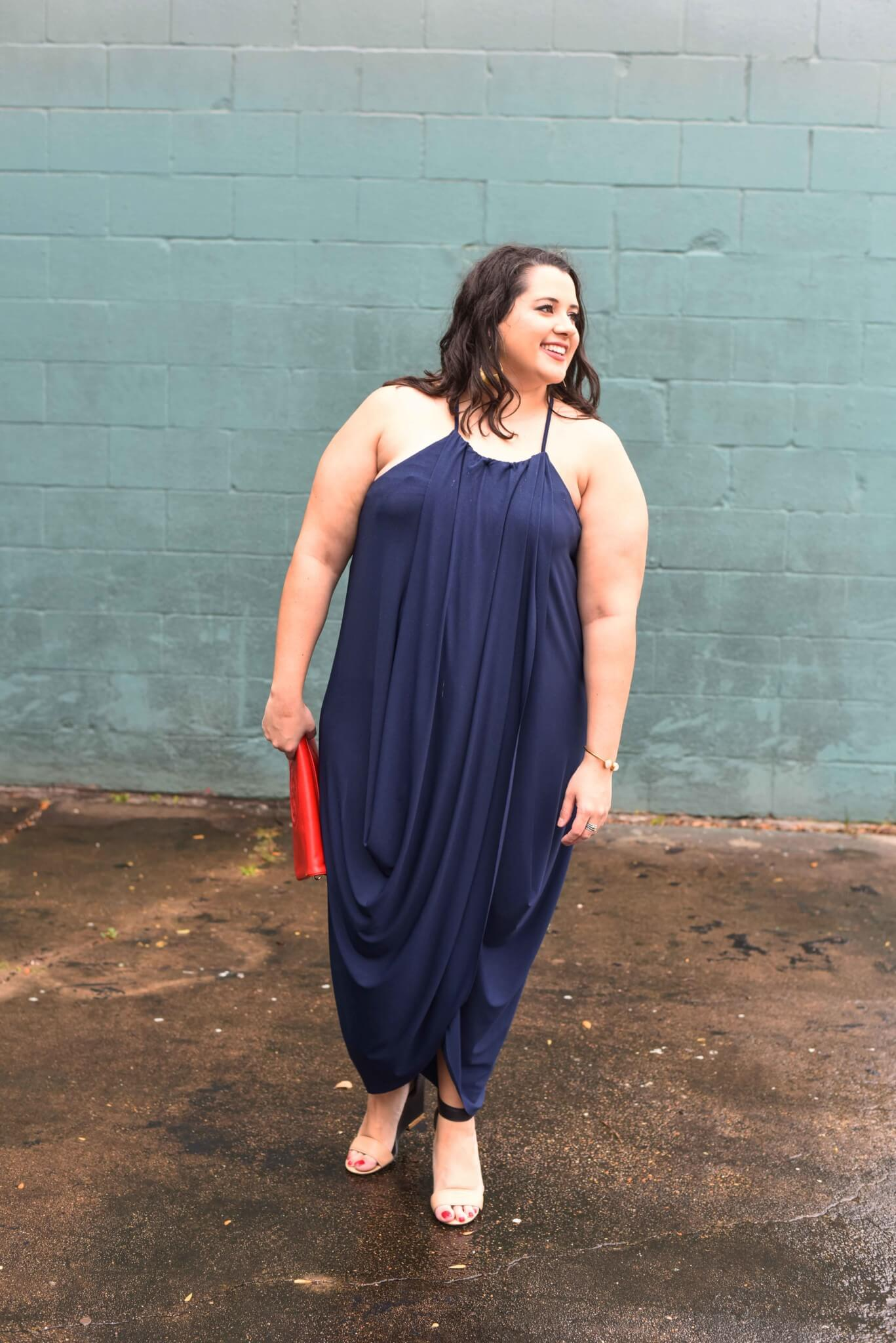 Trying to decide what to wear to a TONY Awards Watch Party? Emily Bastedo, the curvy style blogger from Something Gold, Something Blue is sharing the draped navy maxi dress which can be worn both formally or for a casual night out with friends. Curvy style, plus size style, summer style, preppy style