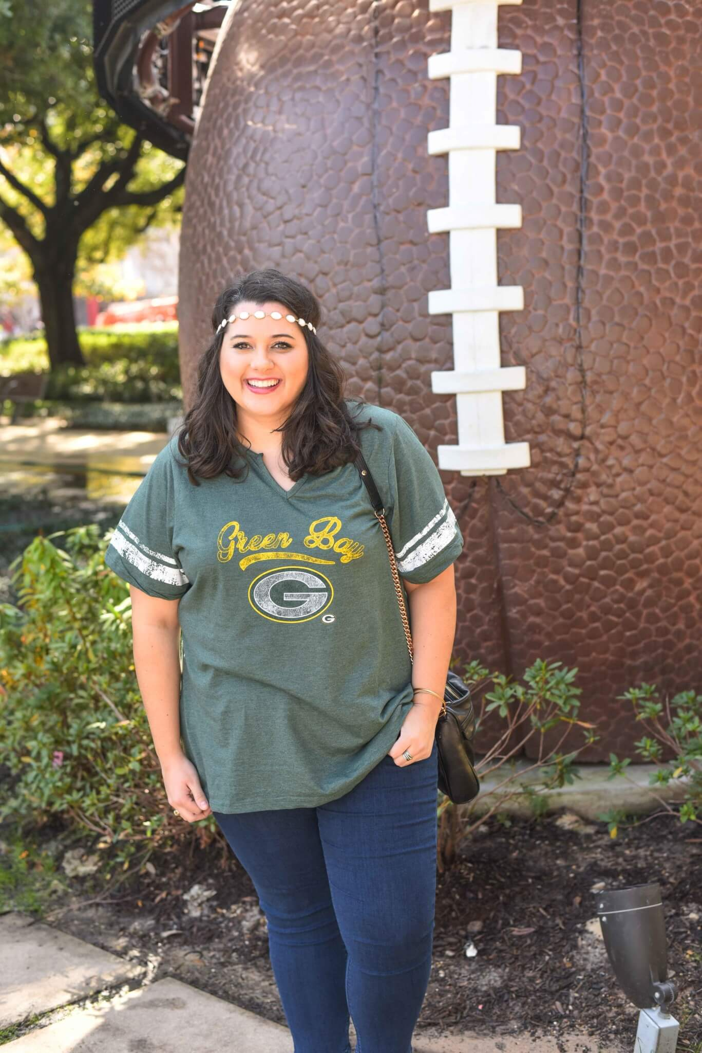 Packers Football Game Day Outfit - I wish the Green Bay Packers would have made it to the Super Bowl here in Houston. I'm still supporting my team in today's blog post by showing what to wear to the Super Bowl or what to wear to a Super Bowl party.