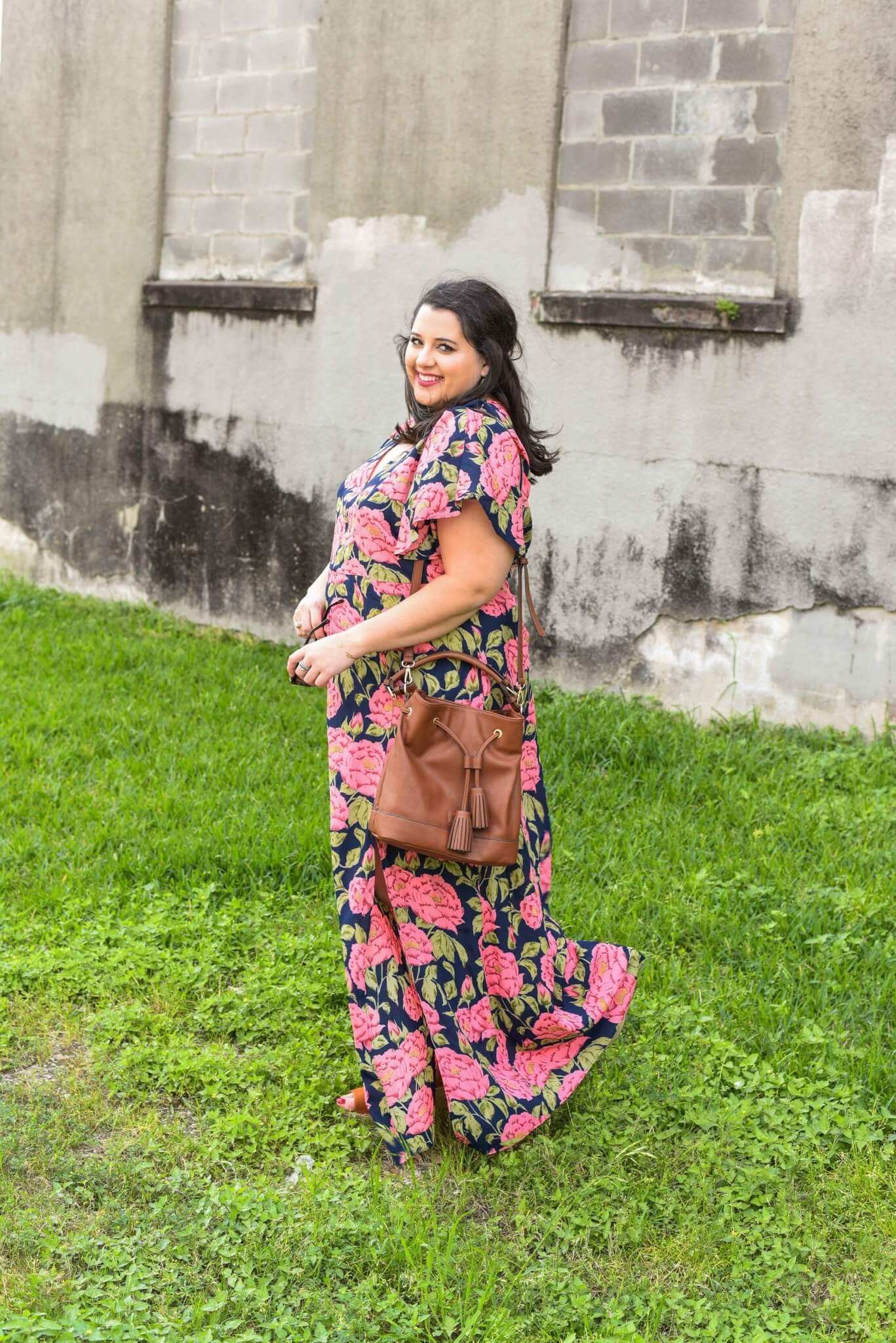 Houston based plus size style blogger, Emily from Something Gold, Something Blue is featuring a fabulous maxi dress that combines two of spring's biggest fashion trends, a bold floral print and maxi dress. Spring style, plus size fashion, curvy fashion, curvy style, preppy style