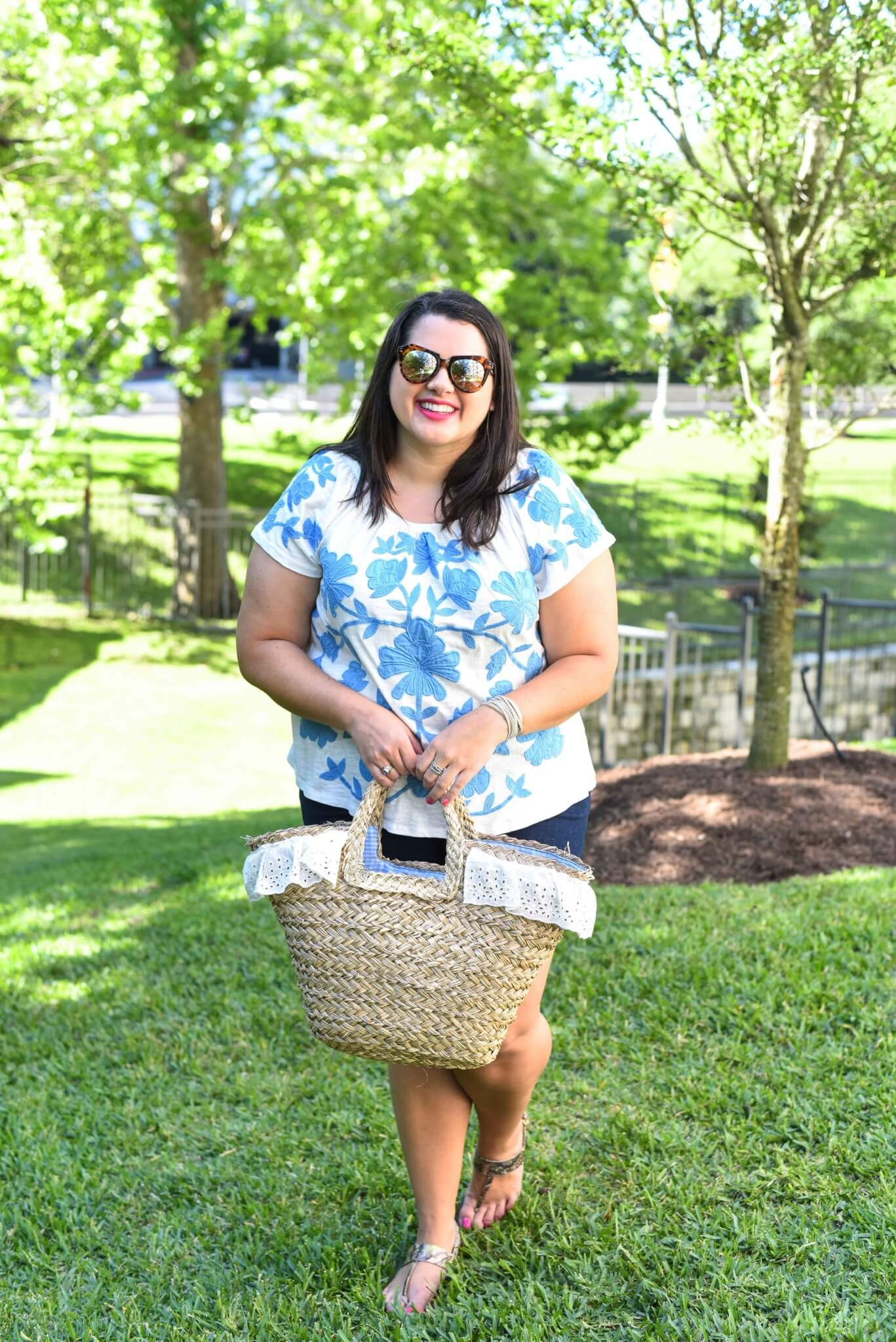 What to wear on Memorial Day Weekend. Having a long holiday weekend to kick off the summer is a perfect excuse to be outside an read a good book. Curvy and plus size style blogger, Emily Bastedo from Something Gold, Something Blue shares how she would style an off the shoulder floral embroidered top to celebrate a casual weekend.