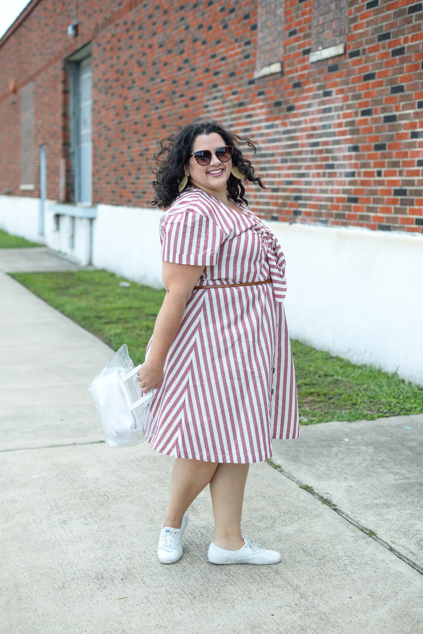 Summer has officially hit Texas and battling the 100+ degree temps can be difficult. Luckily, this striped linen dress from Eloquii helps me to look and feel cool without a lot of effort.