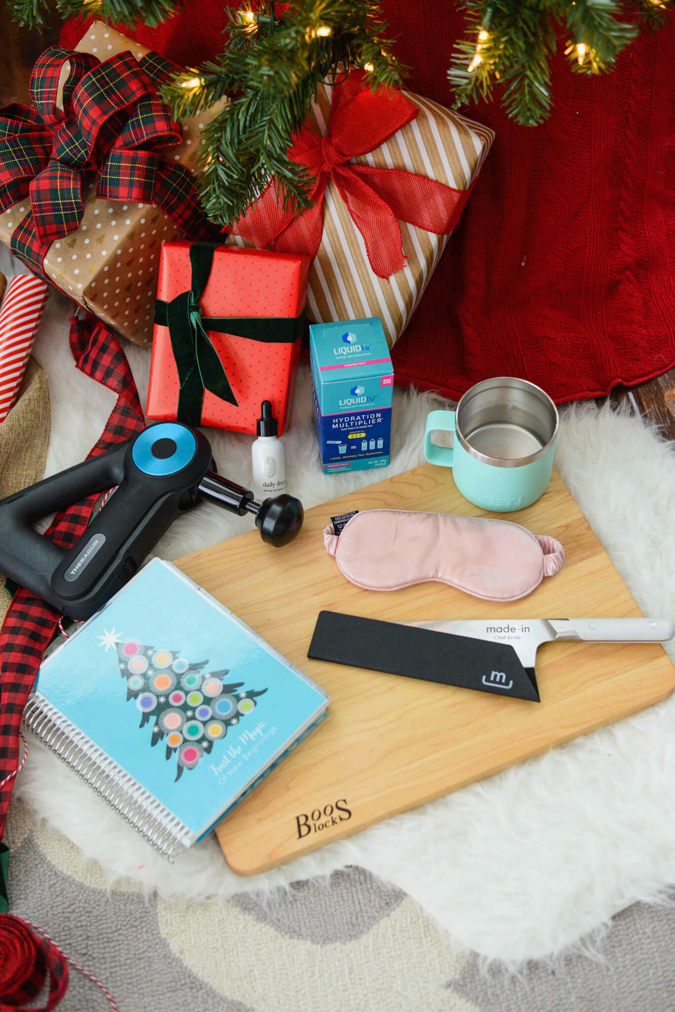 Holiday gift guide for the girl boss, frequent traveler, home cook, men, athlete and clean beauty